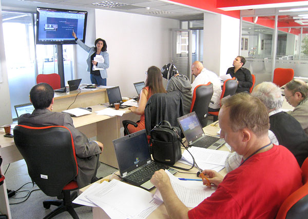 Sanaa Aljack trains Ria Novosti journalists in Moscow.