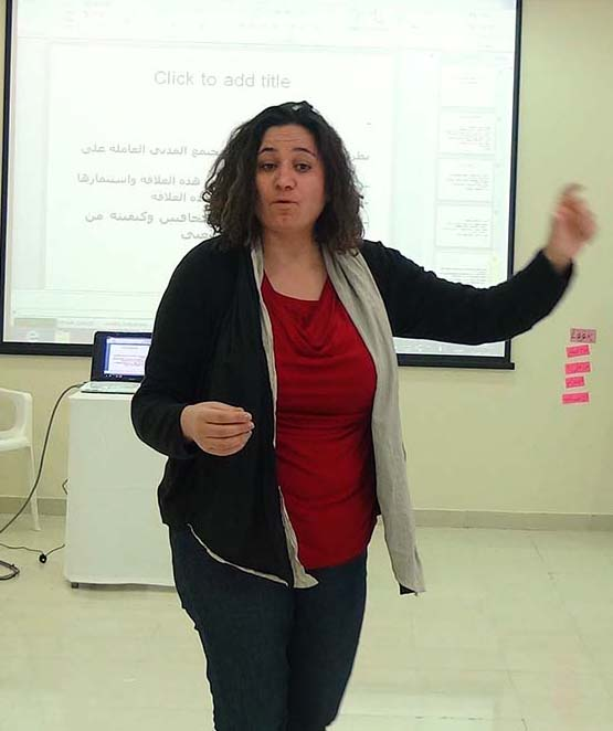 Saada Allaw shares media study results with Tyre journalists