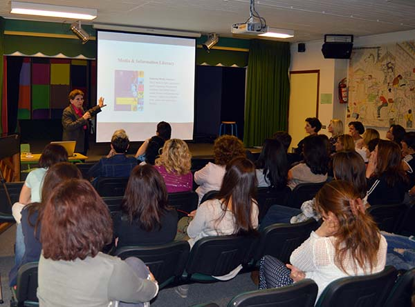 MU director conducts workshop on media and information literacy at Lebanon's International College